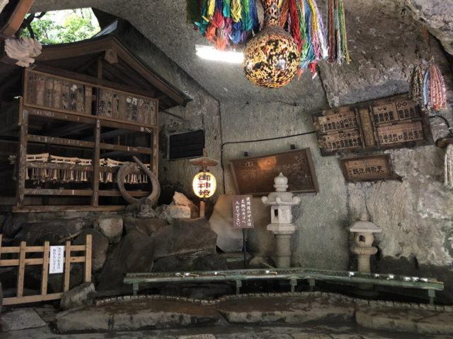 鎌倉銭洗弁天の銭を洗う湧き水