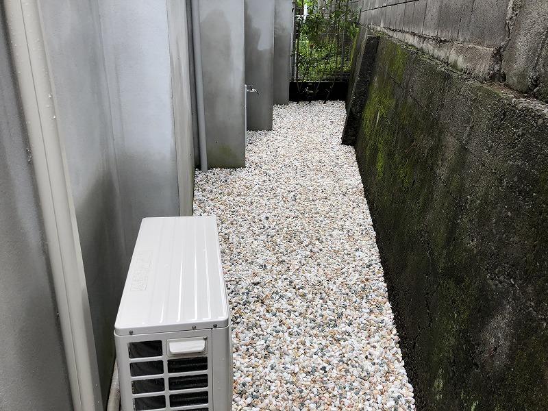 色調整を行った砂利敷きの世田谷区のお庭