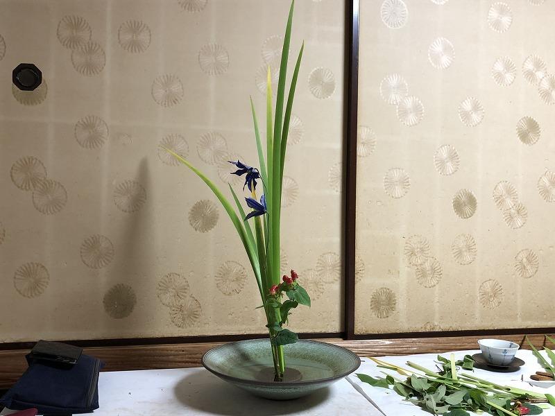 見事なバランスともった東京支部長である池坊目黒教室の先生の三種生け