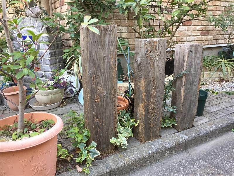 新築から設置されているお庭の朽ち始めた枕木