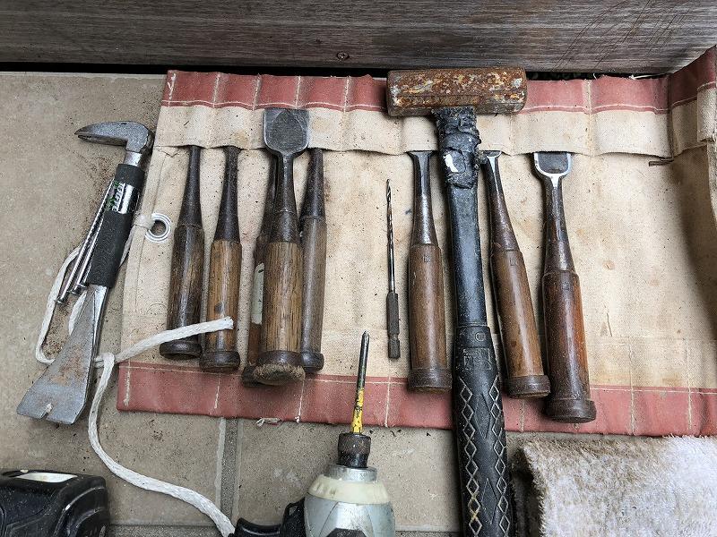 職人さんが何年もかけて使い込んだ道具のノミ