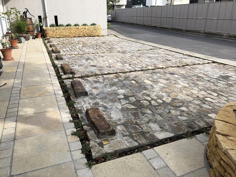 自然石だけで施工された足立区の中央本町耳鼻咽喉の駐車場