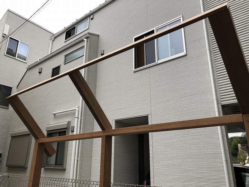 武蔵野市で施工した誘引フェンスの小口を完全に隠した設計