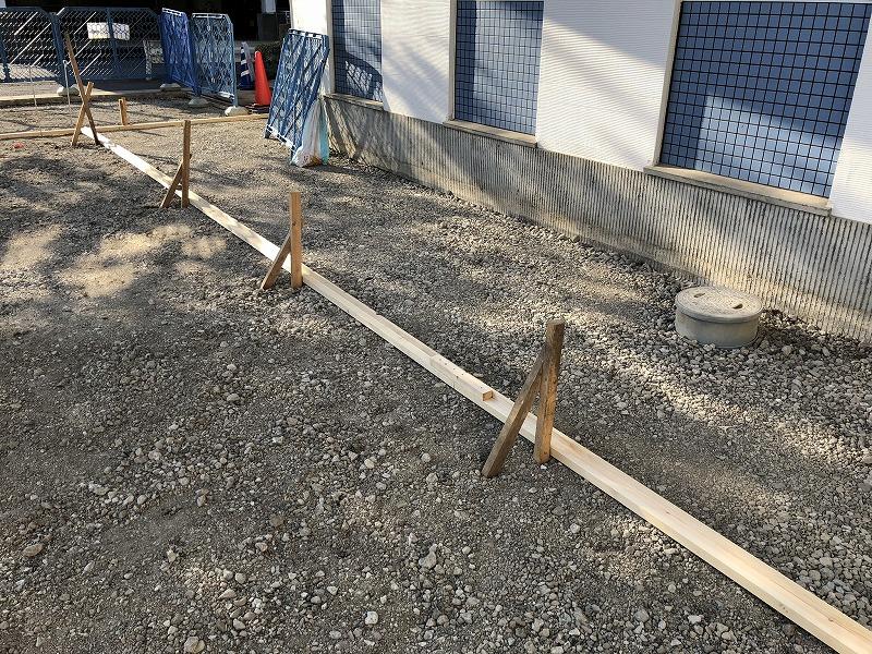 足立区の中央本町耳鼻咽喉科の駐車場の施工のための基礎コンクリート打設
