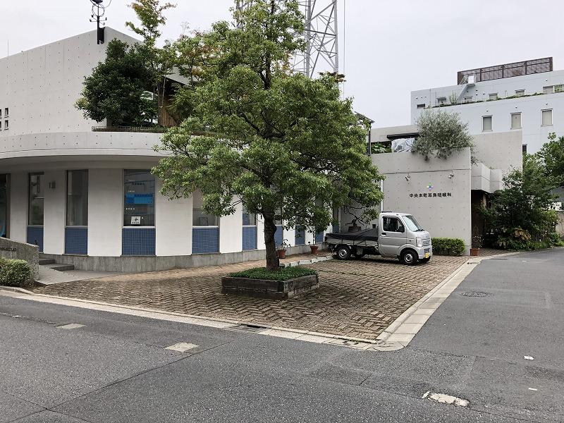 足立区の耳鼻咽喉科の駐車場全景画像