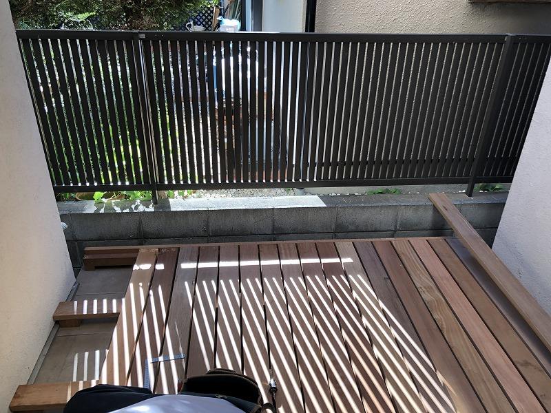 影が美しい武蔵野市のウッドデッキの施工現場