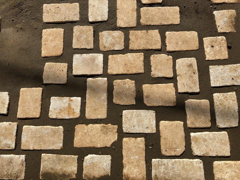 杉並区で施工した自然石を使った駐車場
