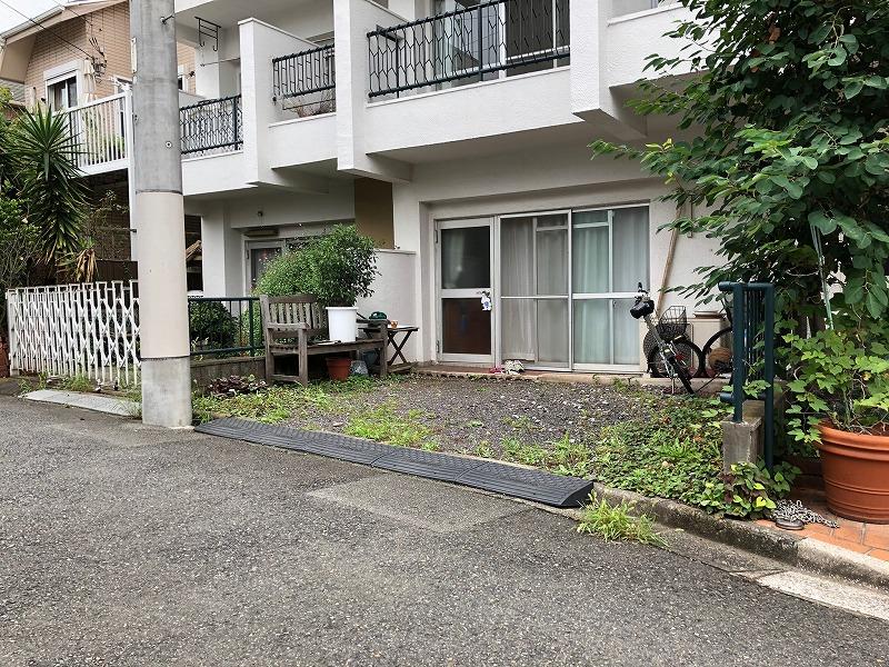 施工前の杉並区のマンションの専用庭