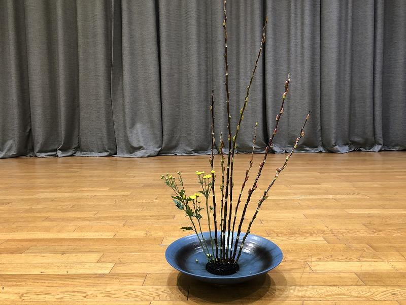 東京池坊会館で行われた東京支部の研究会での生花