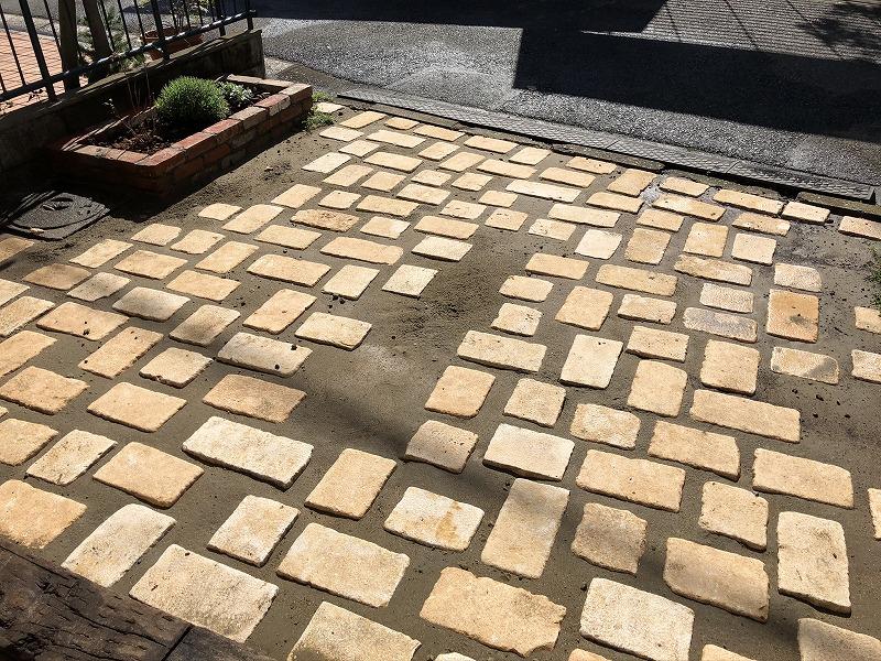 完成した自然石の道