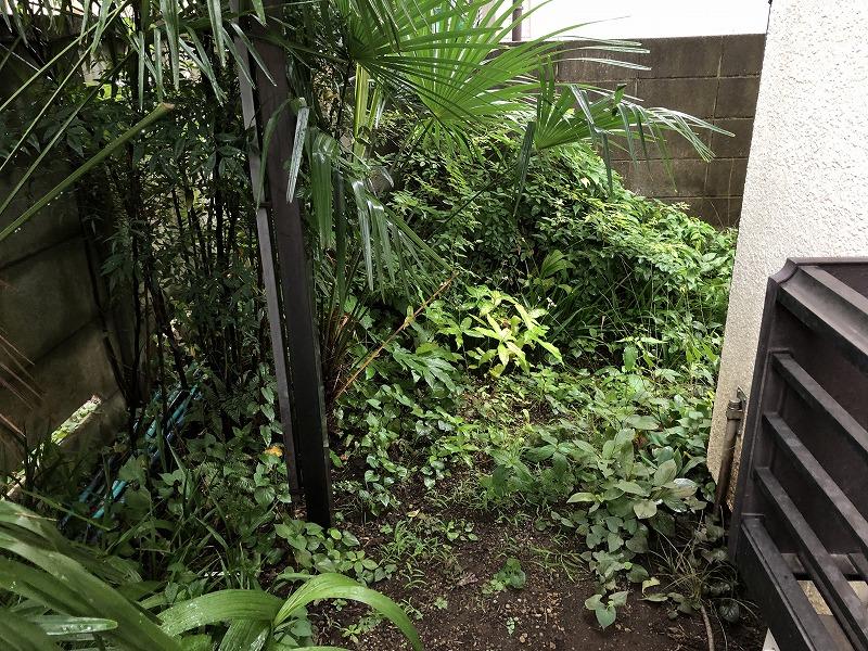 国分寺市で樹脂フェンスと門扉を施工する前の状態