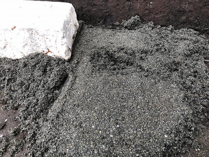 杉並区のナチュラルガーデンで自然石を土ぎめする手順