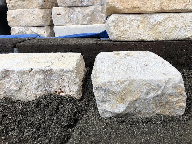 杉並区のナチュラルガーデンで自然石の駐車場づくり