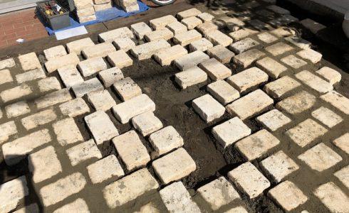 厚めの自然石でナチュラルガーデンと駐車場をつくる