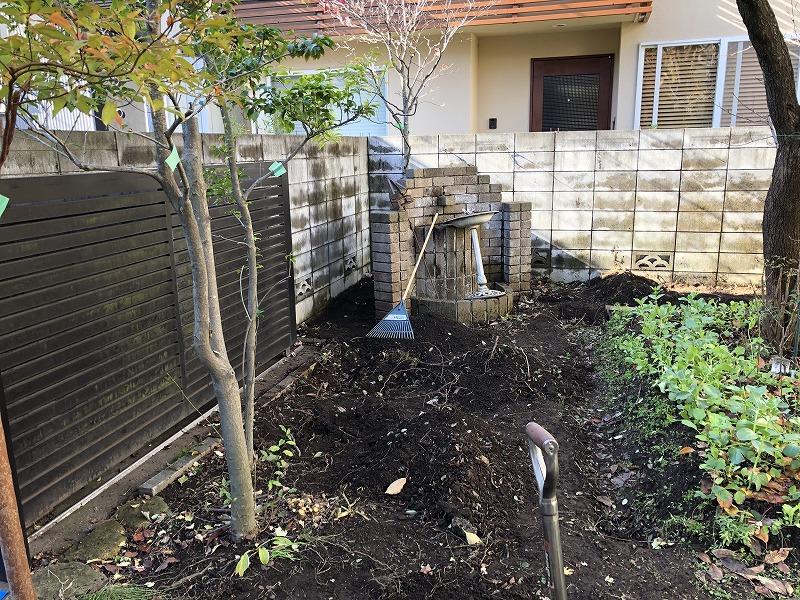 低木や不必要な樹木を抜根した目黒区のお庭