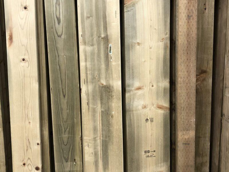 防腐処理をほどこした杉材