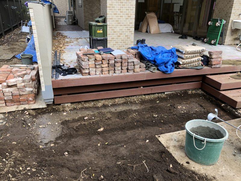 床掘を行ったレンガ花壇の場所