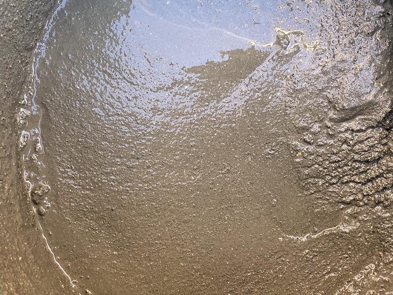 砂が多めの割合のモルタル