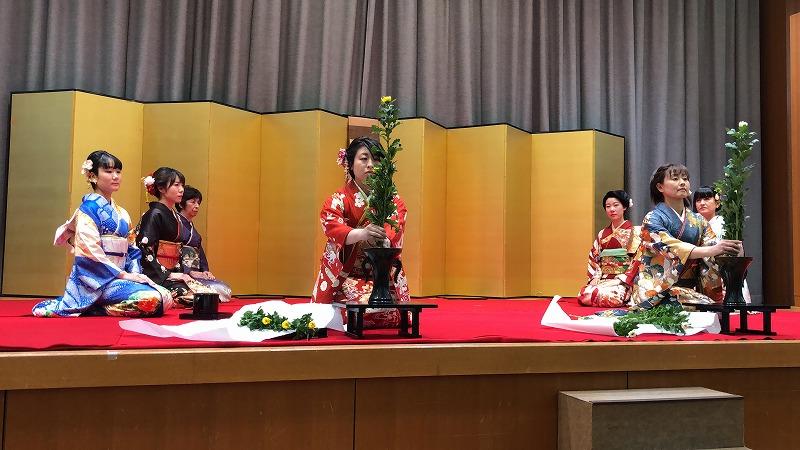 菊の生花で礼式生け