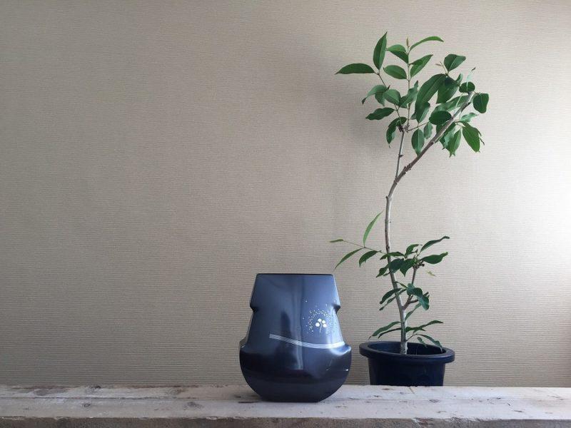 自然素材をつかったナチュラルガーデンの庭づくりを行う造園会社ぐりんぐりん代表の横田がつくる金属の作品