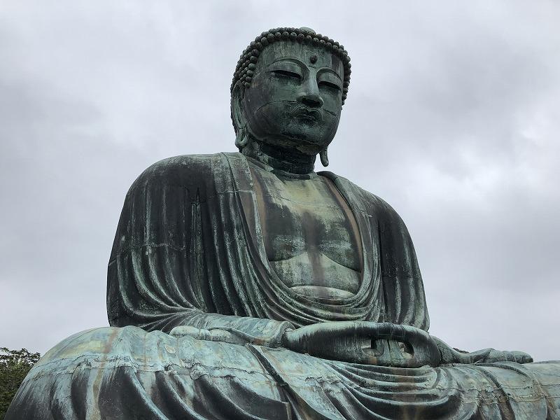 かなり大きな銅製の鎌倉の大仏