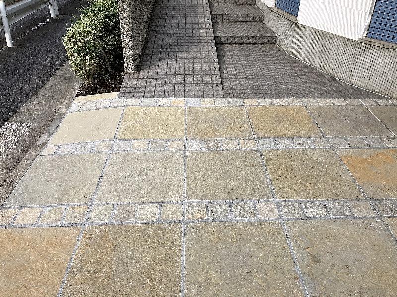 駐車場としての自然石の施工