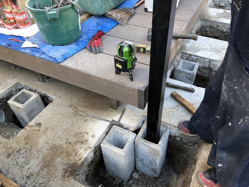 アルミ支柱のための独立基礎の設置でアルミ支柱を実際たてて様子をみる