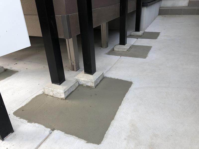 ハイモルで仕上げたアルミ支柱のコンクリート土間の復旧作業