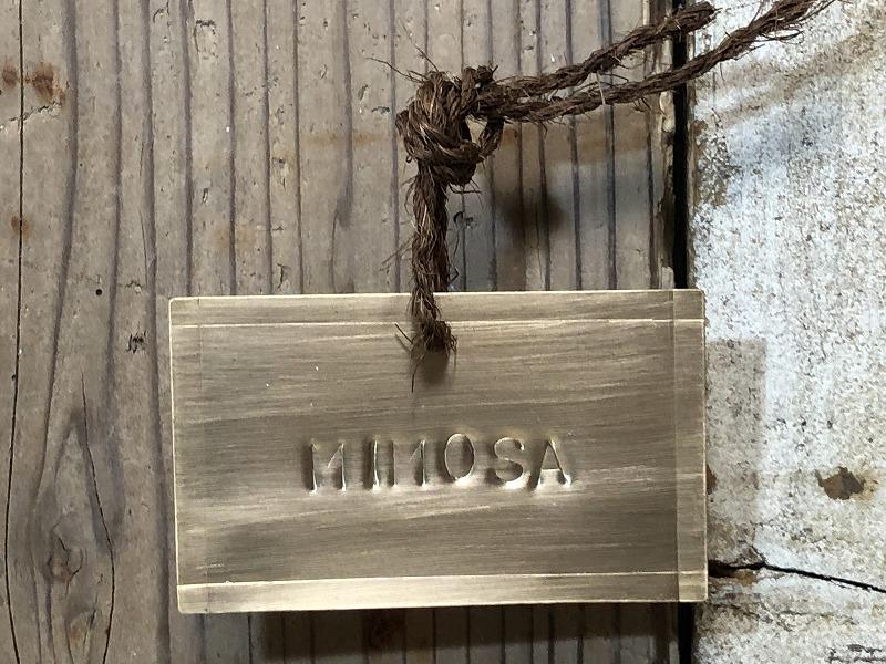 ミモザの真鍮製の名札