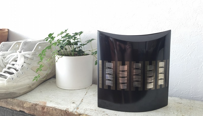 自然素材のナチュラルガーデンの庭づくりを行う造園会社ぐりんぐりん代表の横田が行う金属工芸作品