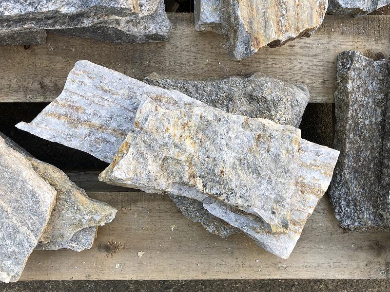 キラキラした石が入ったアメリカ産の石英岩