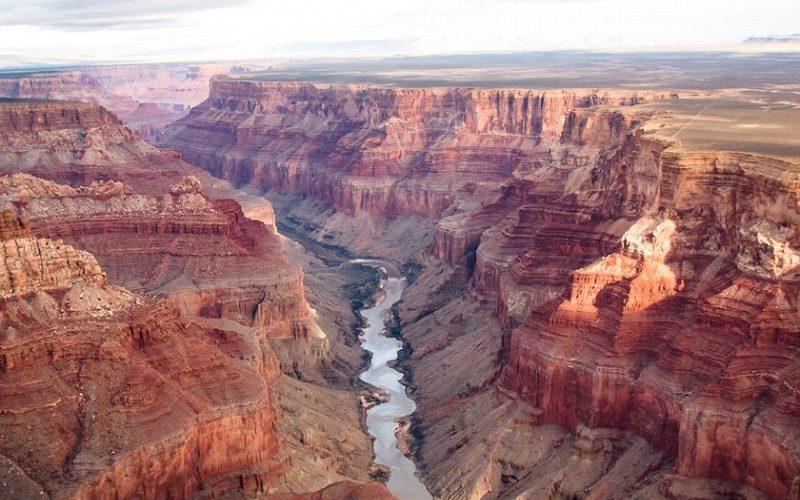 アメリカのアリゾナ州に存在するコロラド川が流れるグランドキャニオン