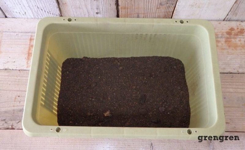 2回目にいれた基本の土壌をいれた野菜づくりのプランター