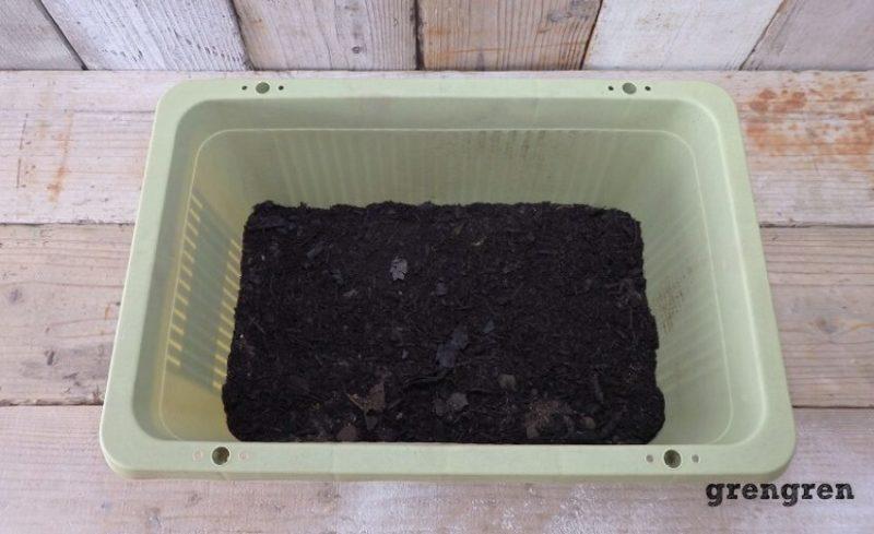 腐葉土をいれた野菜づくりのためのプランター