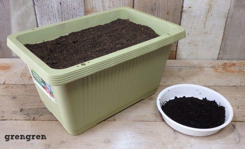 最後の腐葉土を残した状態の野菜づくりのためのプランター