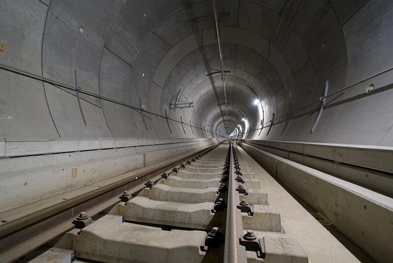 皆さんが良く使う地下鉄の線路