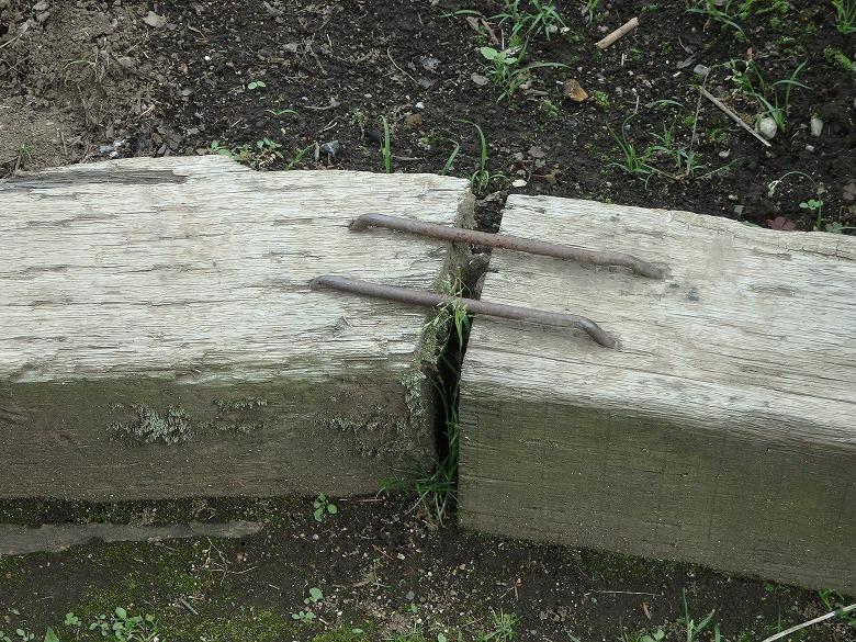 枕木同士を固定するためのクサビ