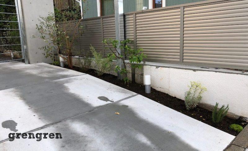 余った植物を植えこんだ狛江市の新築住宅の植栽工事