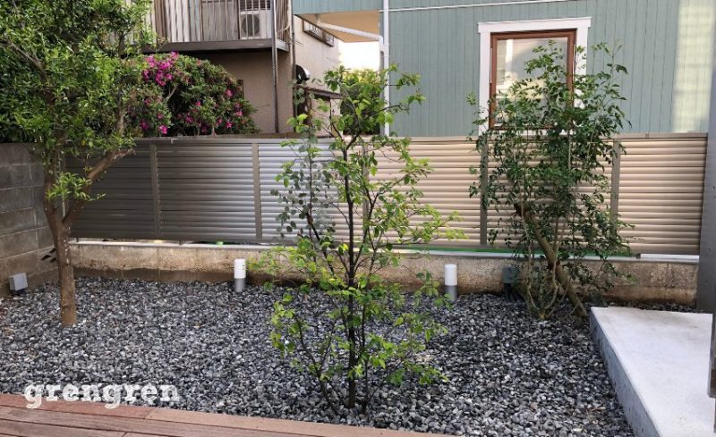 隣家との目隠し重視の植栽工事