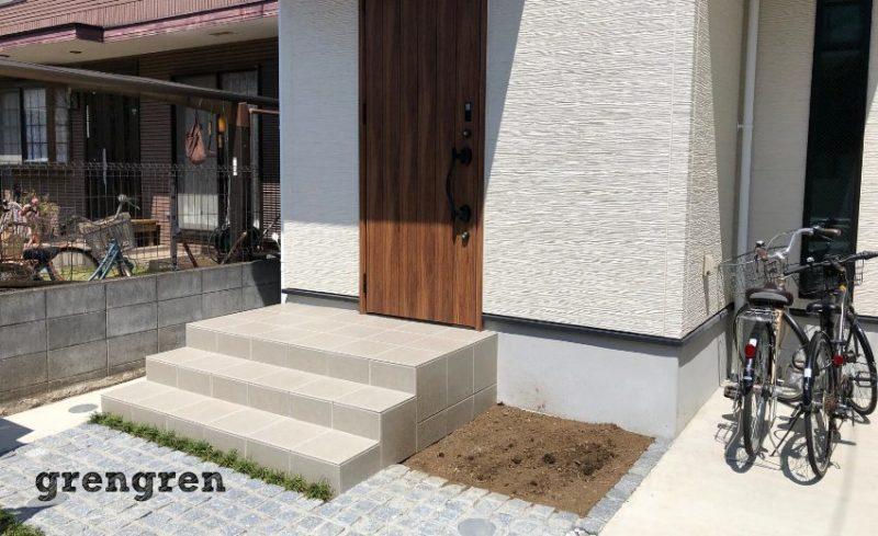 世田谷区の新築住宅の玄関前の植栽プラン