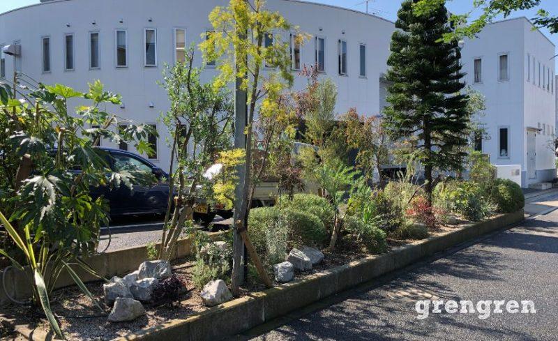 元のお庭のスタイルが色濃く残るウェルカムガーデン