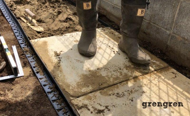 石の平板の設置で最後は実際に乗って確認