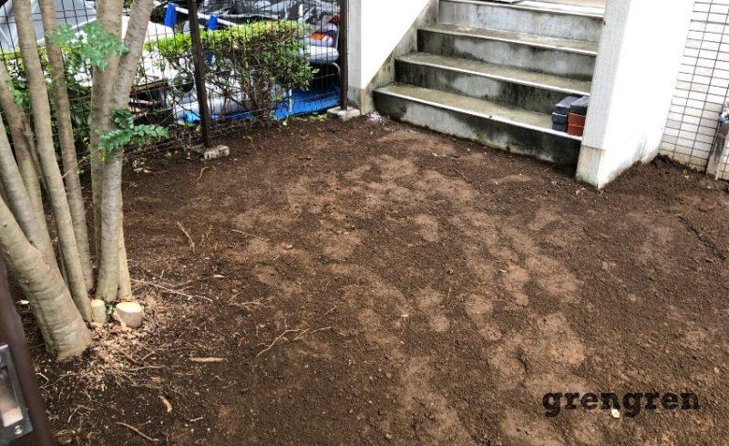 世田谷区の人工芝を撤去したところの地面