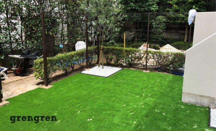 世田谷区の子供のための人工芝施工の完工したナチュラルガーデンの庭づくり
