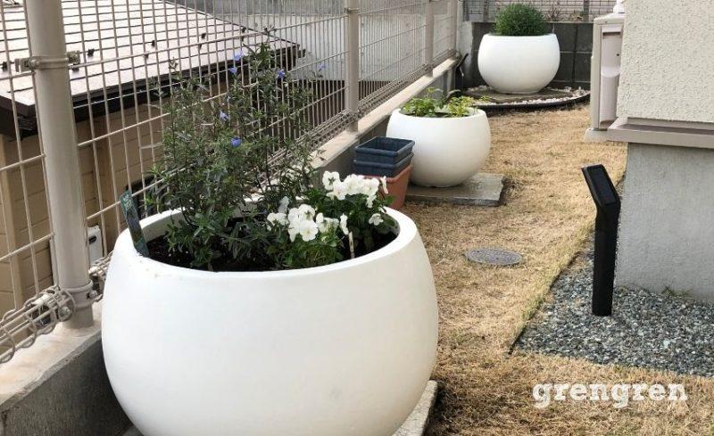 植物を無くしてプランターで季節の花を楽しめる空間に変更