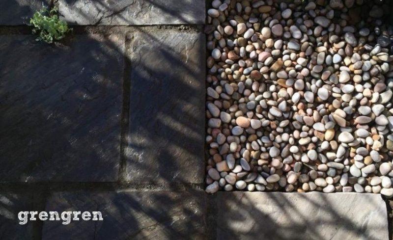 ワンポイントでイギリス産のスコティッシュぺブルを使うナチュラルガーデンの庭づくり