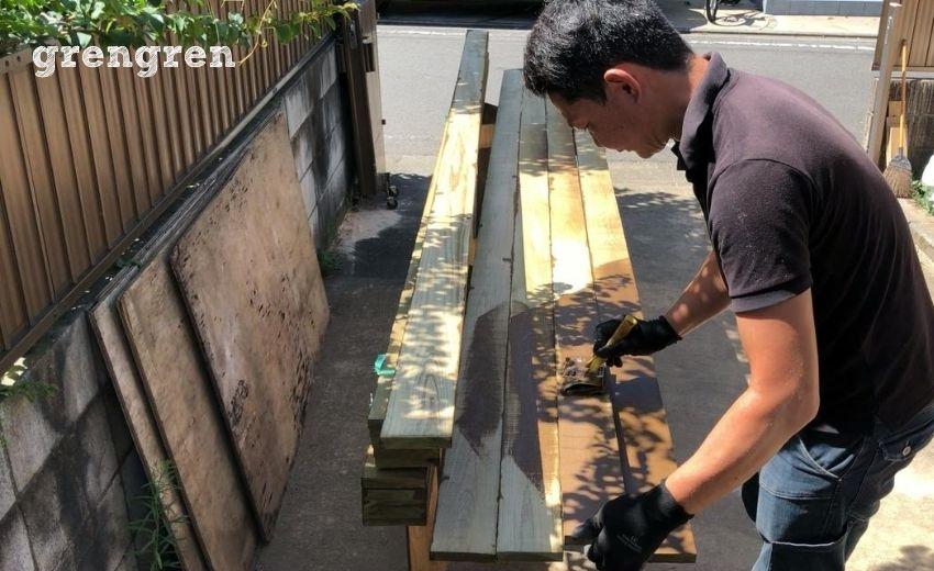 ウッドフェンスの横板の塗装のやり方