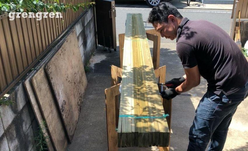 ウッドフェンスの横板を塗装するやり方コツとポイント