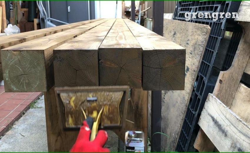 材木塗装をする際に最後に小口を塗装する