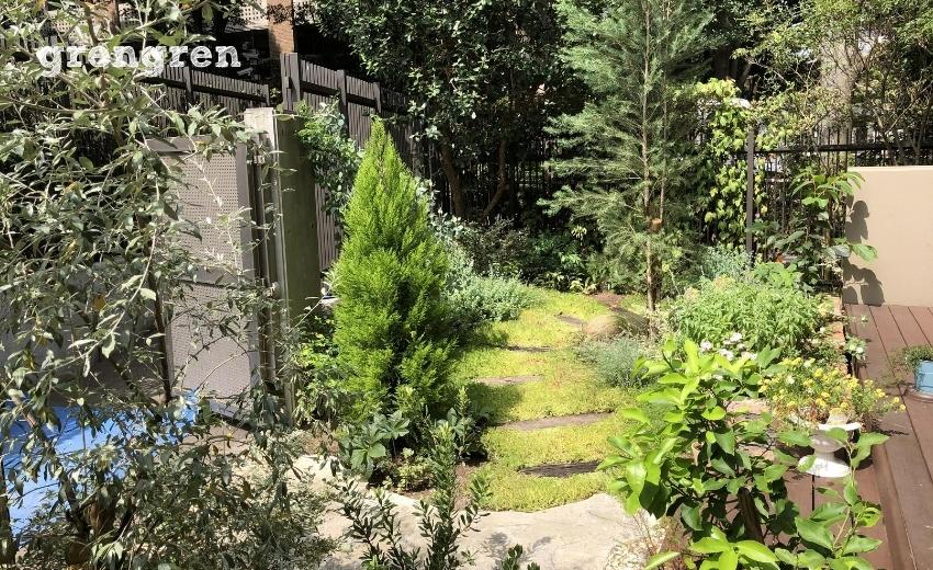2020年の早春に完工した自然素材の庭づくりを行った世田谷ガーデン